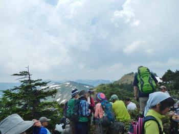 三ツ岩岳・窓明山