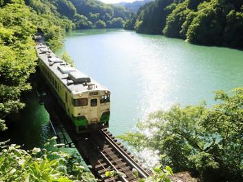 只見線ダムとスイーツ列車